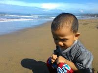 Pengalaman Seru Liburan ke Pantai Untuk Pertama Kalinya Bersama Anak