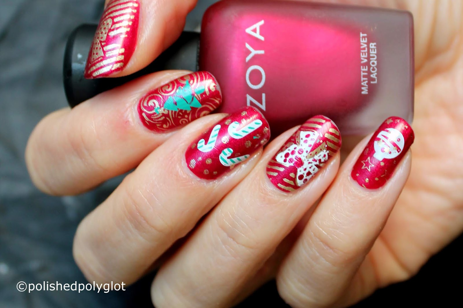 Nail Art Red Gold And White For A Loud Christmas Nail Design