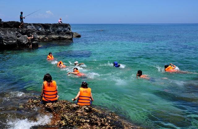 Huyện đảo Lý Sơn thu hút rất đông khách du lịch thời gian qua