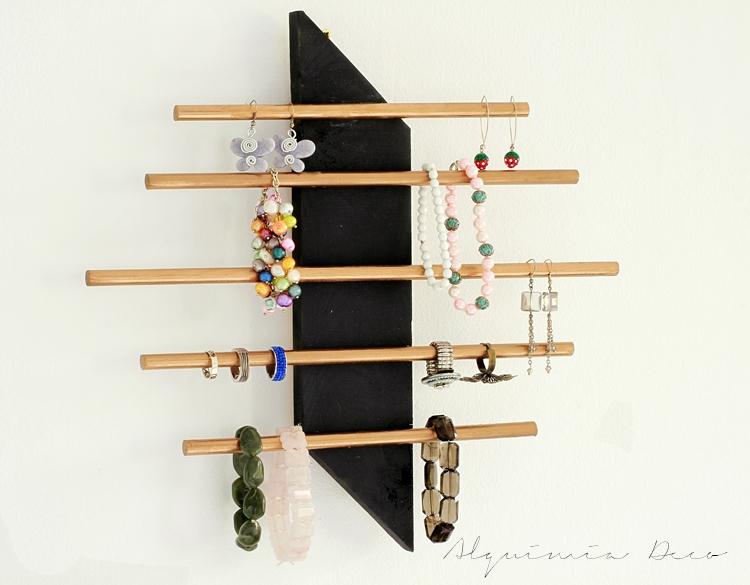 tutorial-diy-cuelgacollares-madera-pintado-negro-dorado-decoracion-nordica