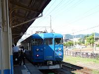 直江津駅行きの青い普通電車