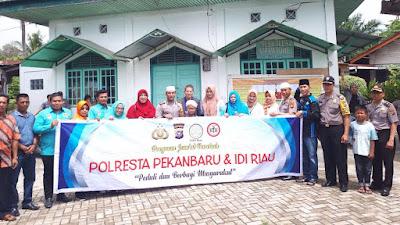 Nenek Aminah Berharap Polresta Pekanbaru Terus Jalankan Jum'at Barokah