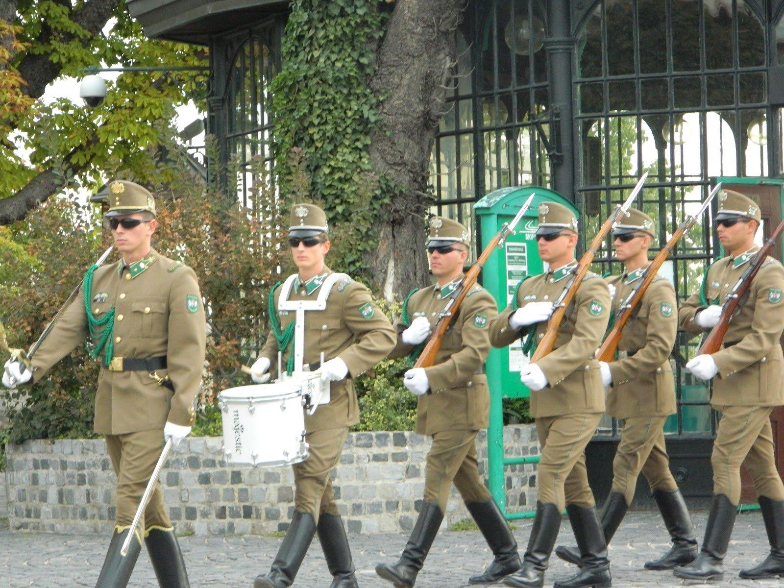 żołnierze-marsz