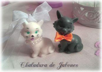 Jabón-natural-pareja-de-gatitos-vestidos-de-boda-Chaladura-de-jabones
