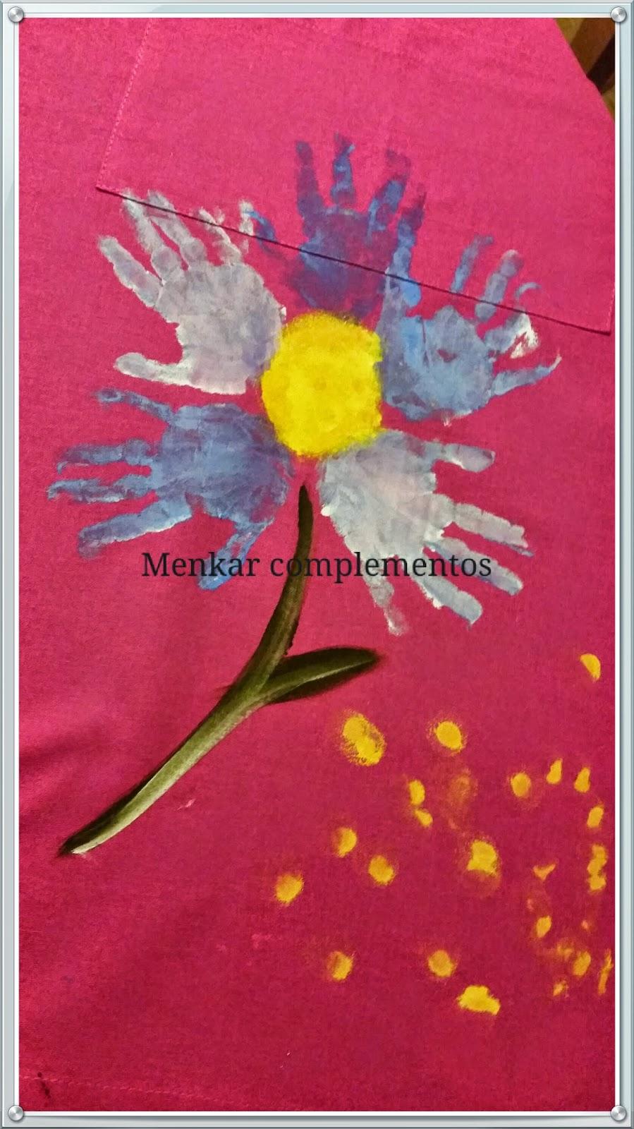 Flor pintada en delantal