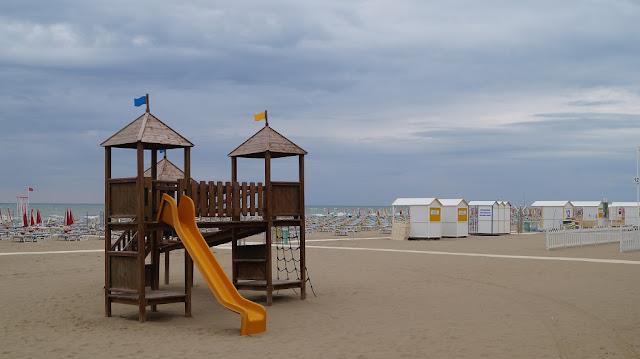 plaża caorle plac zabaw dla dzieci