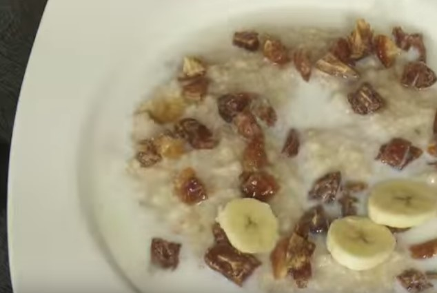 How to make a porridge oats with milk - Healthy meals, special diets, vegetarian food
