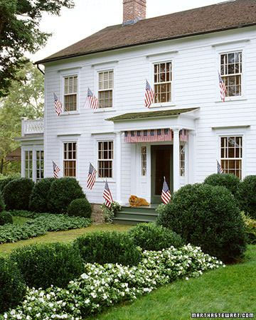 Characteristics of a Modern Farmhouse Exterior (Image via Martha Stewart) #farmhouse #modernfarmhouse #farmhouseexterior #andersonandgrant