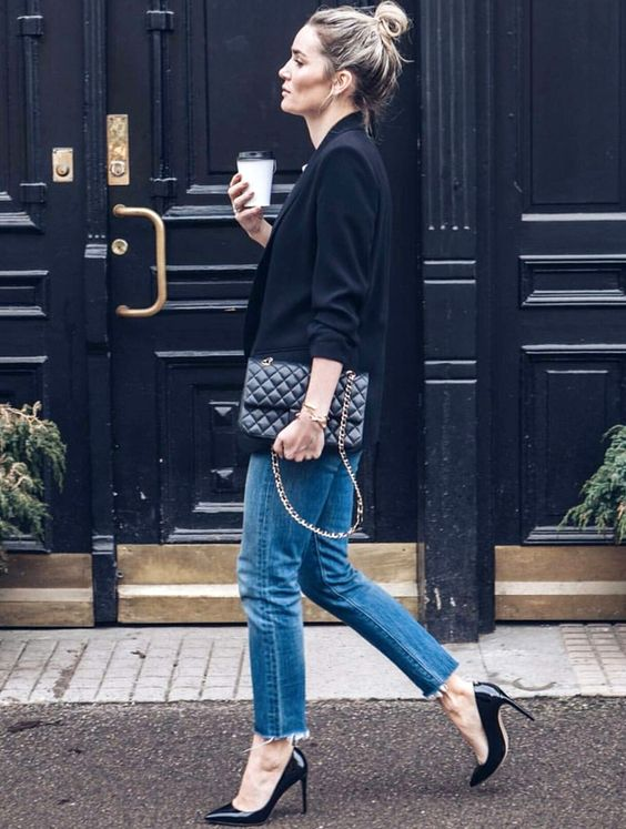 casual style perfection_bag + heels + black blazer + boyfriend jeans