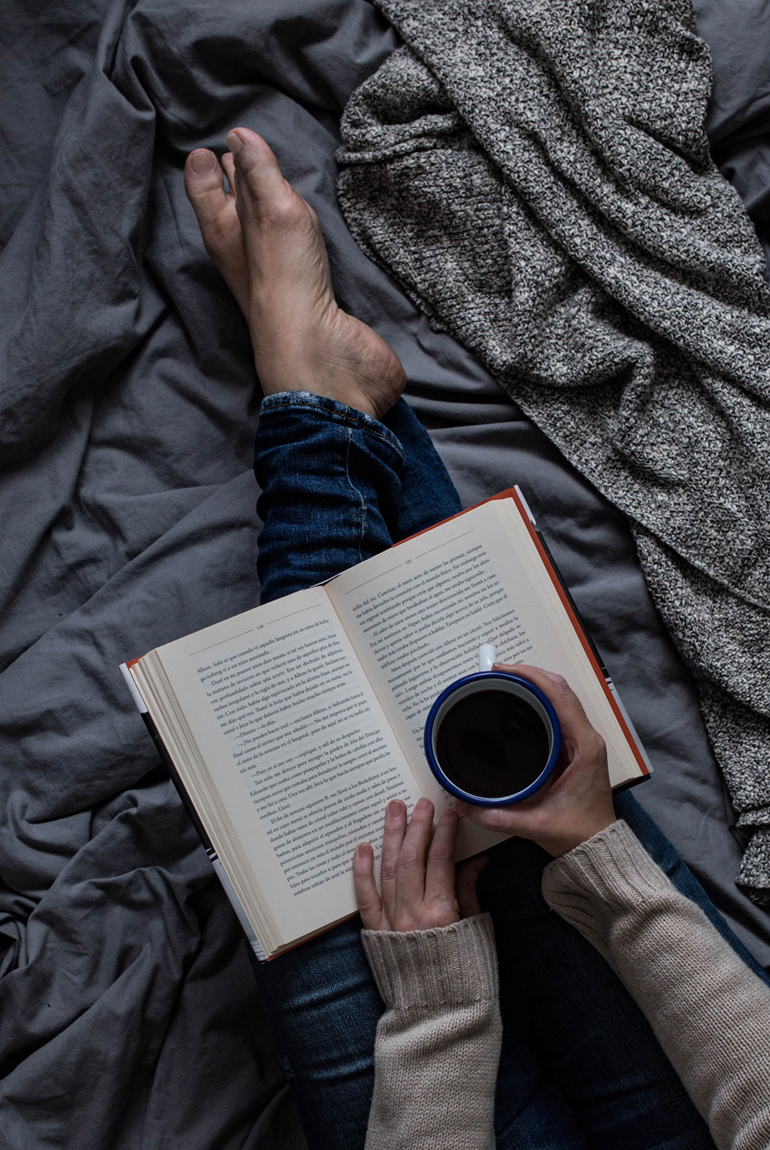 y sofa modern living room set cinco libros de mantita cookies love milk planes frio lectura cafe manta