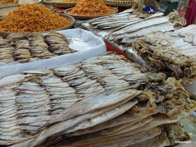grand marche dong xuan epicerie hanoi vietnam calamar séché