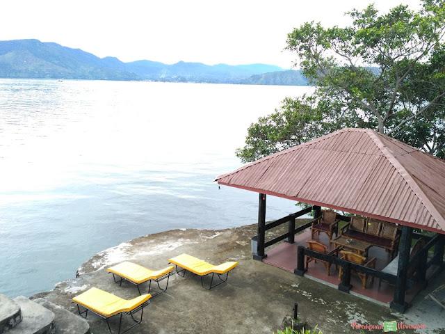 hotel di pinggir danau toba