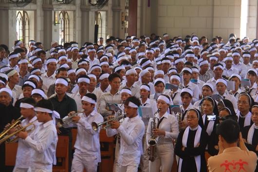 Ngày thứ Ba: Kính viếng và cầu nguyện cho Đức cha Phanxicô Xaviê Nguyễn Văn Sang - Ảnh minh hoạ 9