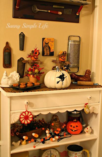 Vintage Halloween in the kitchen