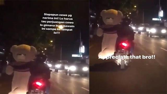 Cowok Ini Bawa Boneka Besar Pakai Motor Banjir Pujian Dari Netizen