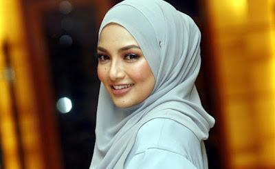 Neelofa Respon Kepada Tweet Shaarnaz Ahmad