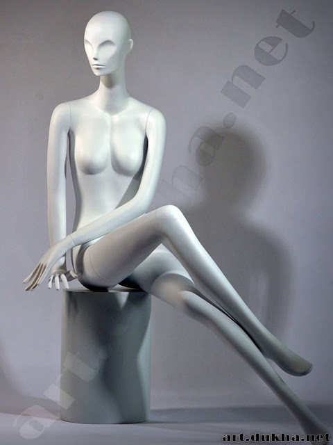 Манекен в сексапильной гендерной позе