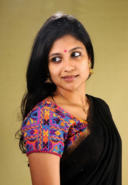 Aditi Balan Hot Black Saree Image