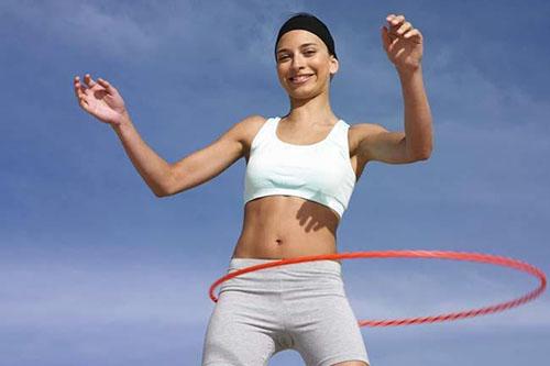 Lấy lại thân hình chuẩn nhờ lắc vòng thường xuyên