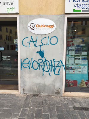 Graffiti in Bergamo equating soccer to ignorance.