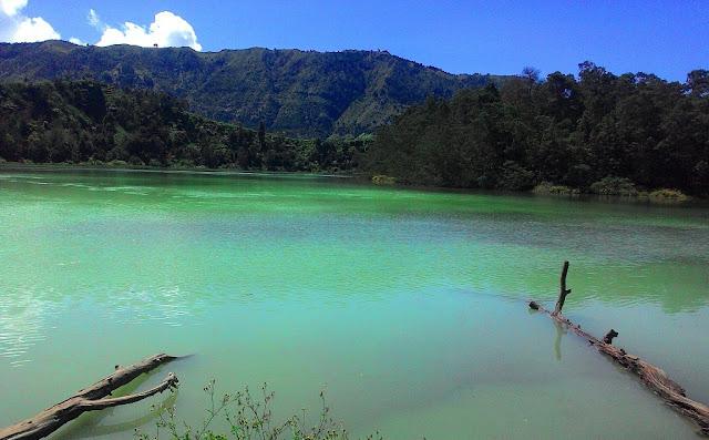 Obyek Wisata Danau Telaga Warna Dieng Plateau Wonosobo