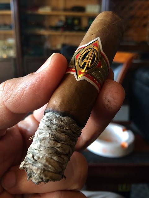 CAO Gold Robusto cigar 4