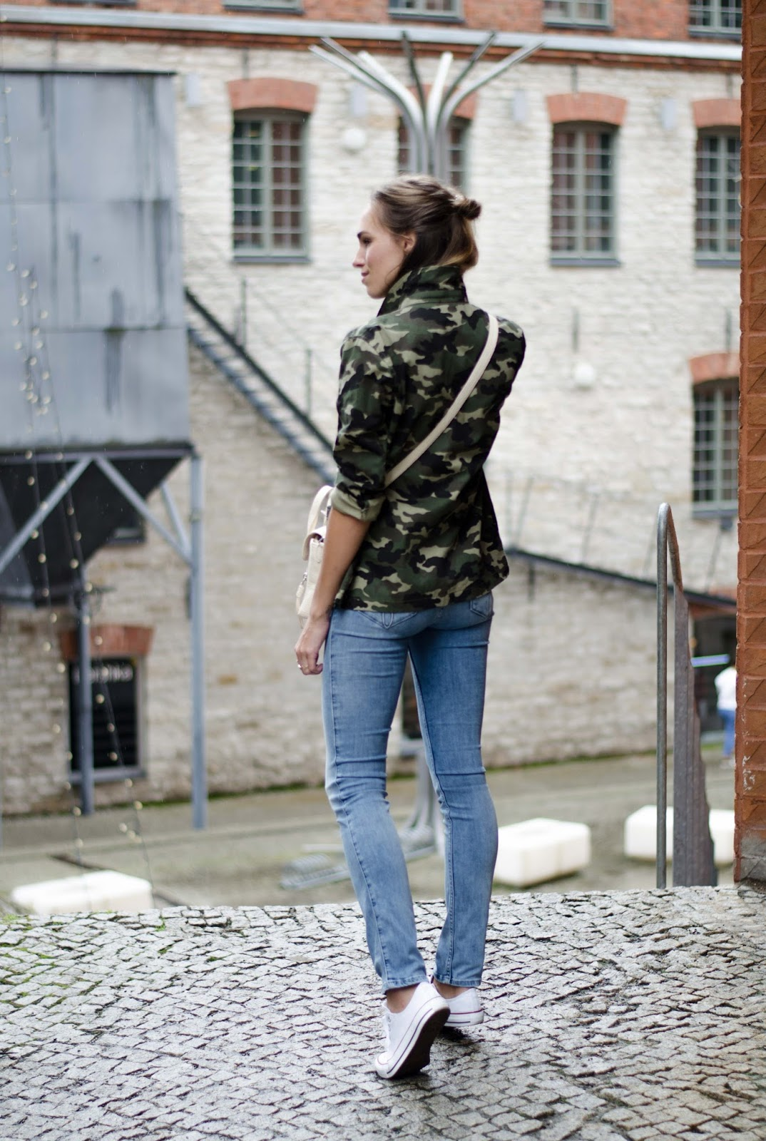 army green jacket jeans sneakers