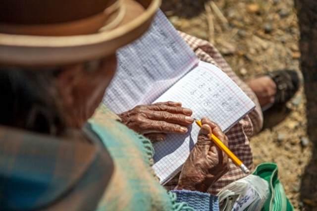 Como a Bolívia venceu o analfabetismo