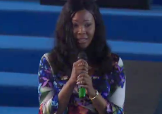 Stunning! Stephanie Otobo visits Apostle Suleman's congregation, admits she was paid intensely by a few government officials to discolor the picture of the clergyman(Video)