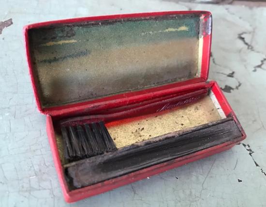 Maybelline cake mascara 10-cent box 1932 - inside