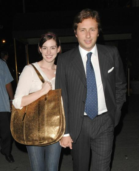Anne Hathaway Boyfriend: Anne Hathaway With Boyfriend New Pictures 2012-2013