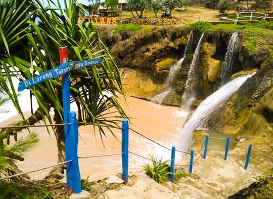 Harga Tiket Masuk Wisata Pacitan Pantai Banyu Tibo Jawa Timur