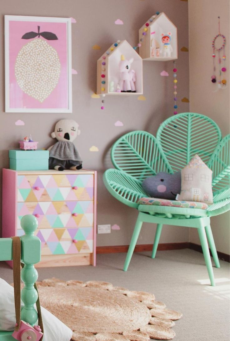 13 Year Bedroom Boy: Dirtbin Designs: Tiny Teen Girls Bedroom Ideas
