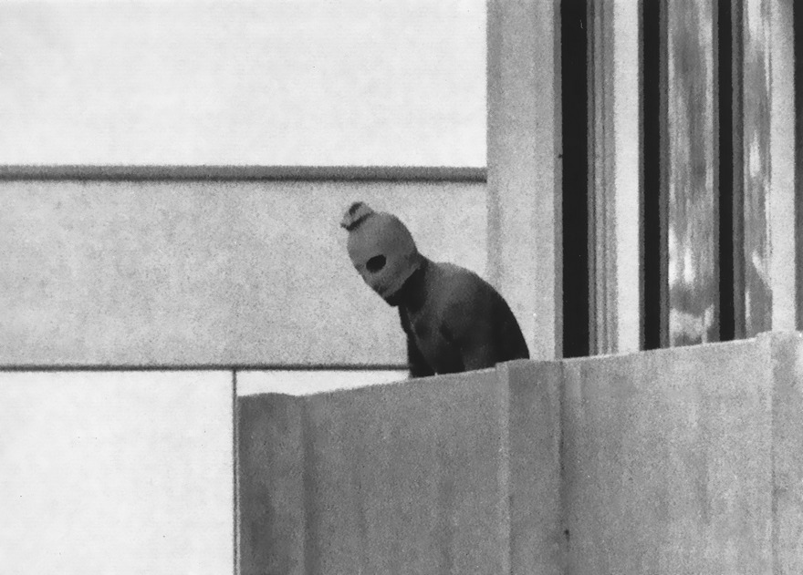 #64 Munich Massacre, Kurt Strumpf, 1972 - Top 100 Of The Most Influential Photos Of All Time