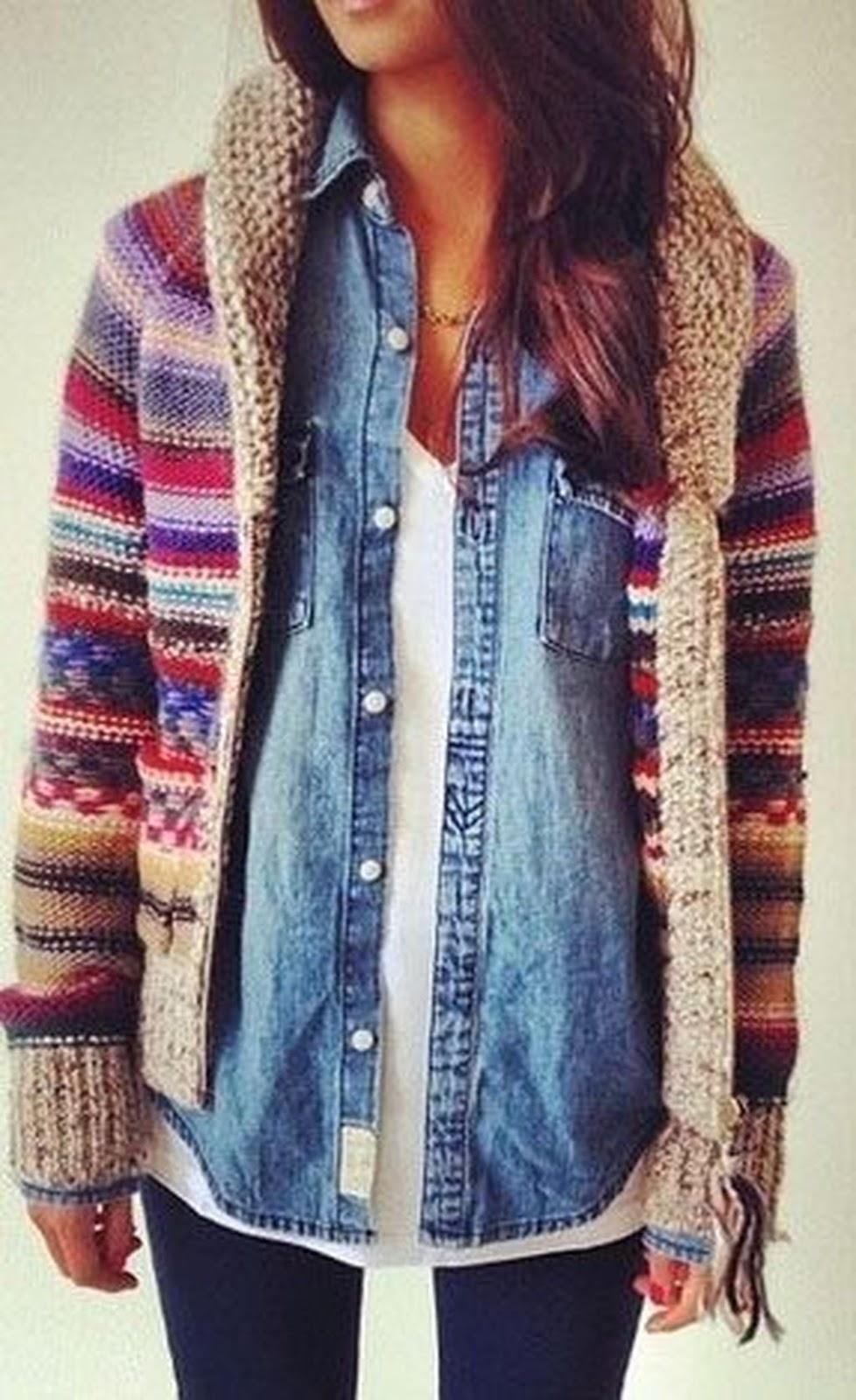 layered outfit / knit cardi + denim shirt + white top + black skinnies