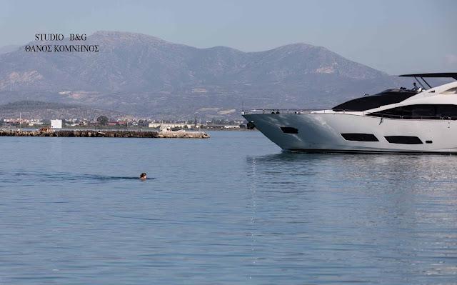 Άμεση κινητοποίηση του Λιμενικού στο Ναύπλιο για παράτολμους κολυμβητές στην είσοδο του λιμανιού