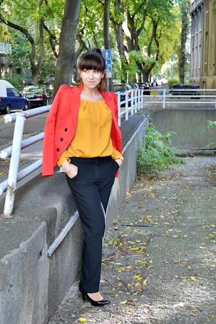 Trikrát a dosť_Katharine-fashion is beautiful_Červené sako_Čierne lakované lodičky_Business look_Katarína Jakubčová_Fashion blogger