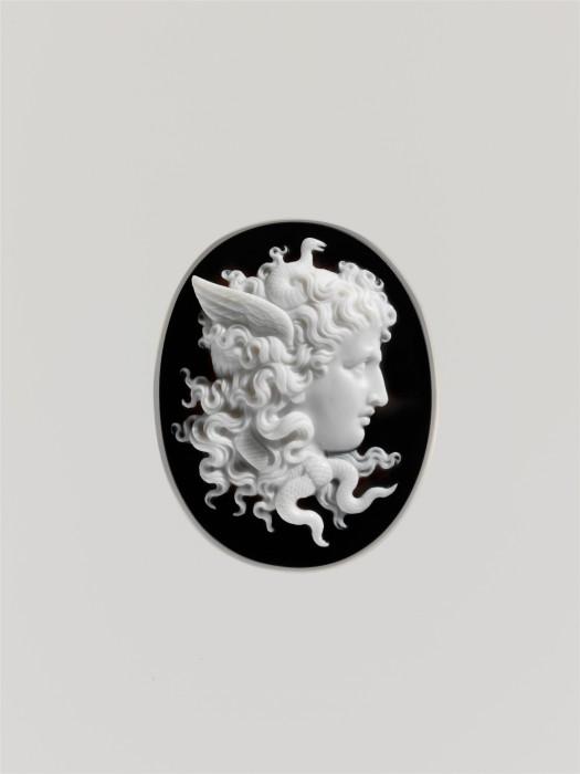 Η σκοτεινή γοητεία της Μέδουσας κατακτά το Met