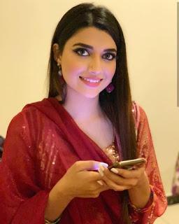 Nimrat Khaira selfie