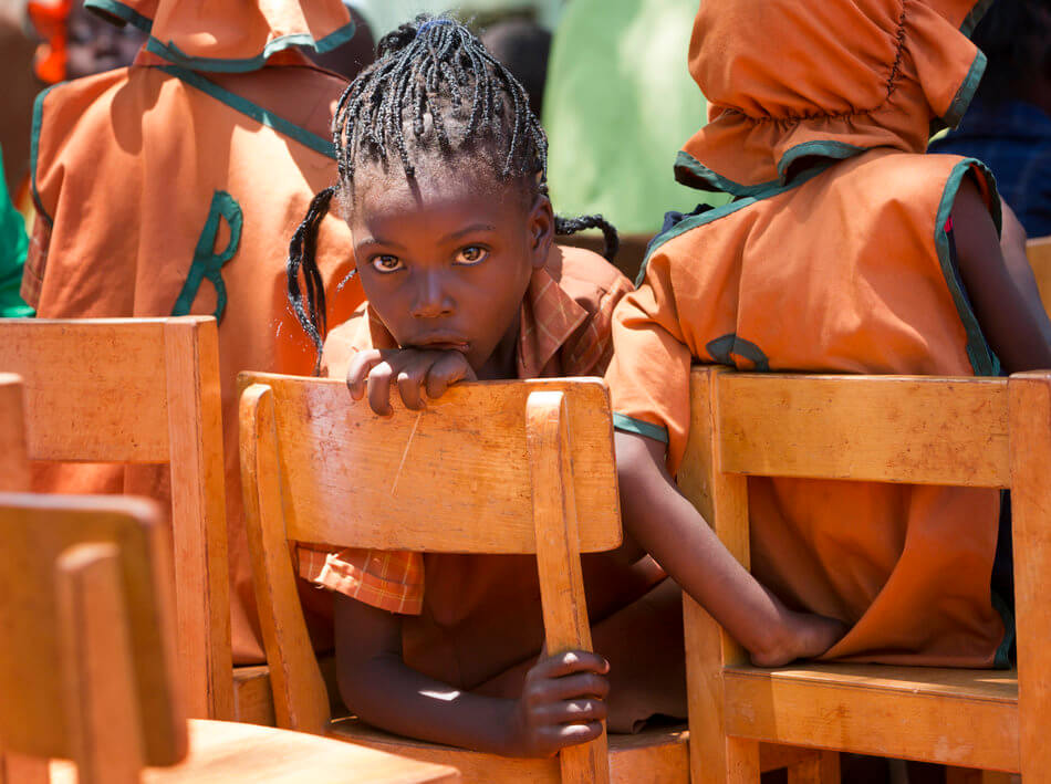 55 Stunning Photographs Of Girls Going To School In Different Countries - Zimbabwe