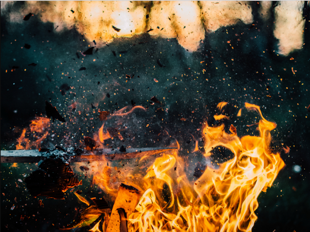 Cara Membuat Api Dengan Plastik dan Air