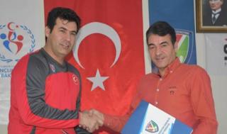 اختيار مدرب إيراني لفريق الهوكي الوطني التركي