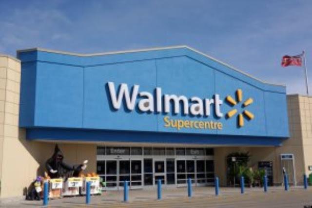 Un estadunidense agrede a una empleada latina en Walmart; pide ser atendido por un blanco (VIDEO)