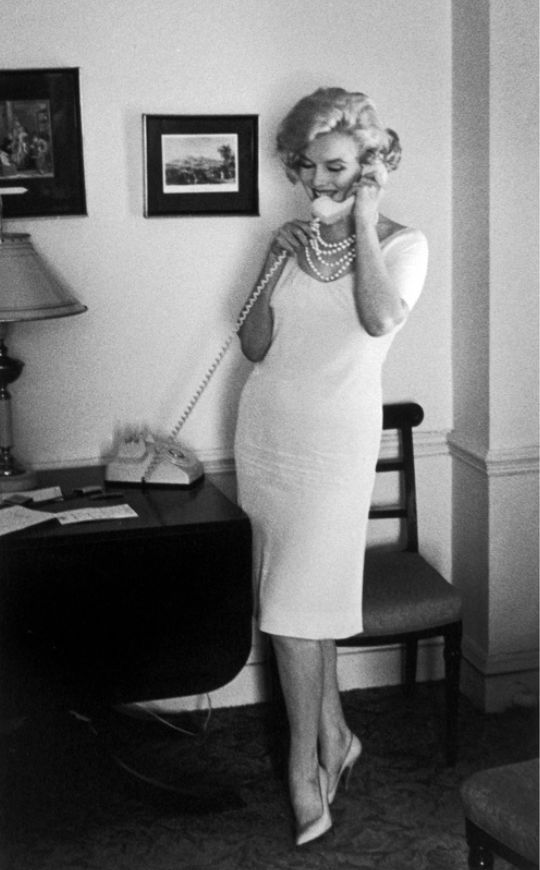 Although Marilyn Monroe D Unexpectedly From Barbiturate Overdose On August 5 1962 Her Fashion Style Continues To Be An Inspiration Many Of Us