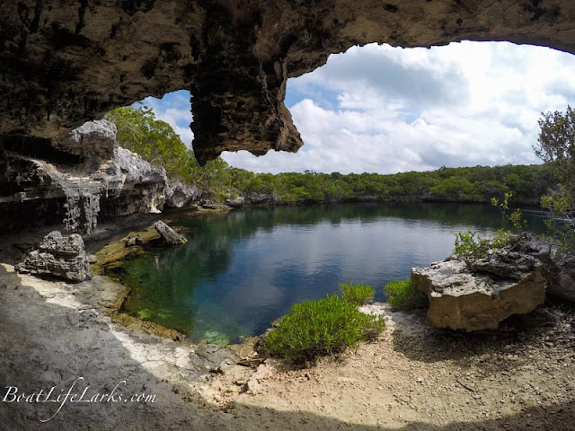 Hoffman's Blue Hole on Hoffman's Cay, Berry Islands