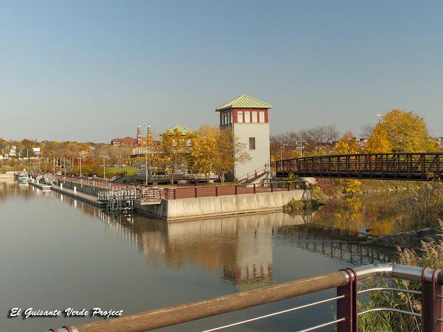 Diques en Syracuse, NY por El Guisante Verde Project