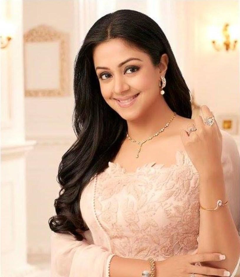 Jyothika Latest Hot Glamour Traditional Saree PhotoShoot Images