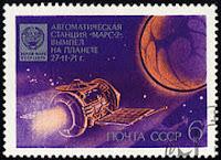 Un francobollo con la sonda Mars 2 in viaggio verso Marte.
