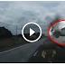 สุดระทึก!! คลิปดังไปทั่วโลก เมื่อคนขับไทยสติดีเยี่ยม หักหลบกระบะที่ลอยมาอย่างแรงจากฝั่งตรงข้าม (ชมคลิป)