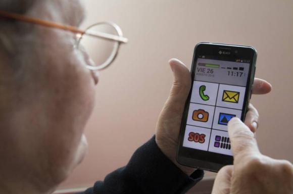Un smartphone para adultos-mayores hecho en Argentina
